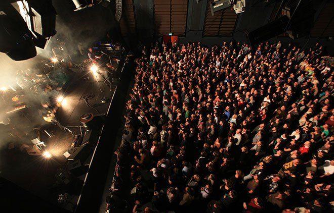 Konzertgäste in der Muffathalle